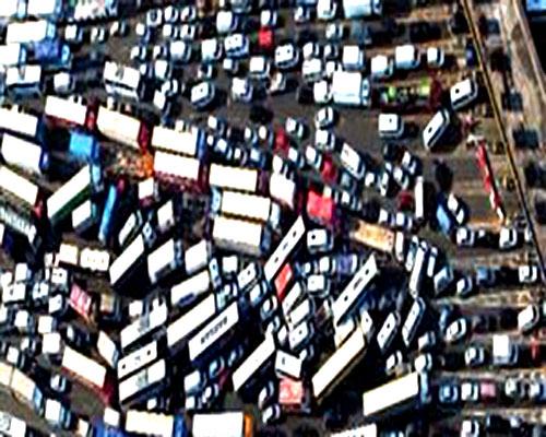 Tiger Woods'un golf vuruşu sonrası köprüde trafik akışı normale döndü