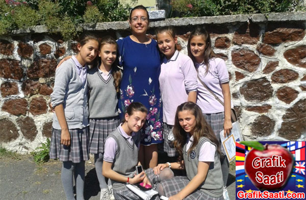 Zeynep Sertkaya Sazlıbosna ilköğretim okulu - Zehra Akbayrak, Nihal Uzun, Zeynep Yenikol Sertkaya, Gülben Emrdoğan, Ilayda Ceylan ve Zeynep Baydar ile beraber