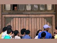 """Mısır'da Morsi yandaşları """"camiye ayakkabıyla girmek suretiyle, bunu da yaptılar"""""""